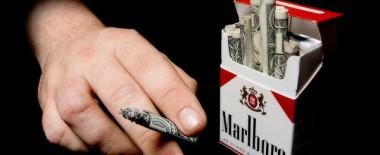 喫煙者の給料下げてほしい…そう思うくらい仕事中にタバコ部屋で休憩しまくってる人がいて納得いかない