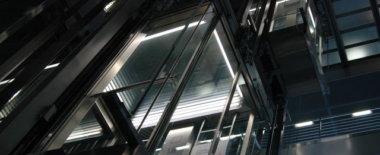 手ぶらの健常者が1つ上の階に上がるのに混雑したエレベーターを使う意味が理解できない